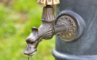Слабый напор воды в квартире: как повысить, что делать, куда обращаться