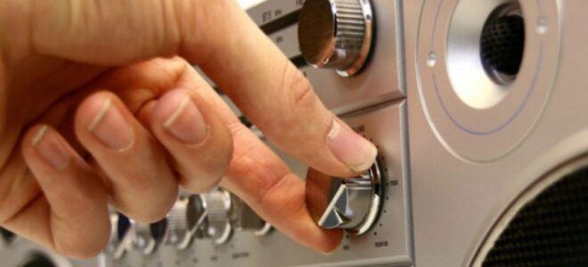 Штраф за громкую музыку в квартире или машине после 23 часов в ночное время либо днем