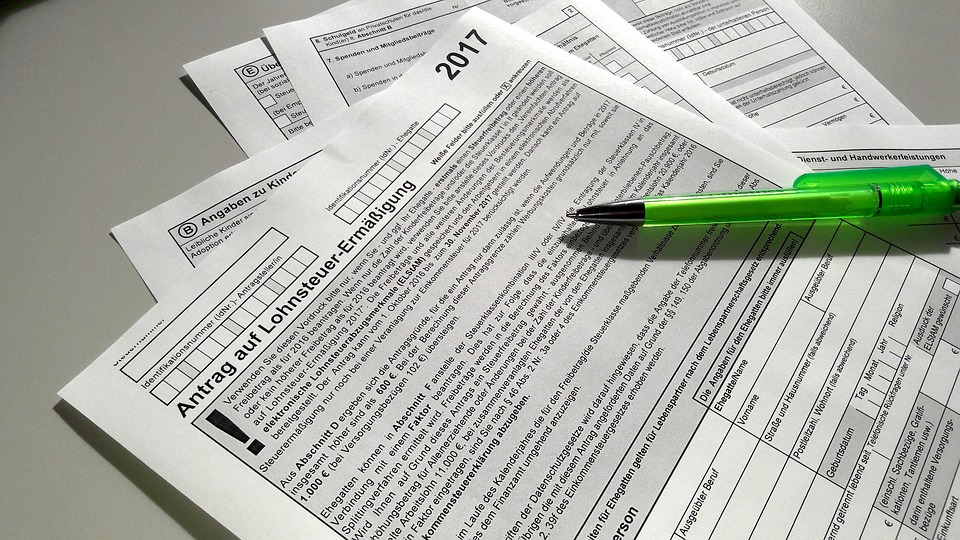 Кто платит за оформление документов при продаже дома