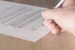 Изображение - Предварительный договор купли-продажи квартиры, зачем он нужен, срок действия, образец 2019 года predvaritelnyj-dogovor-kupli-prodazhi-300x200