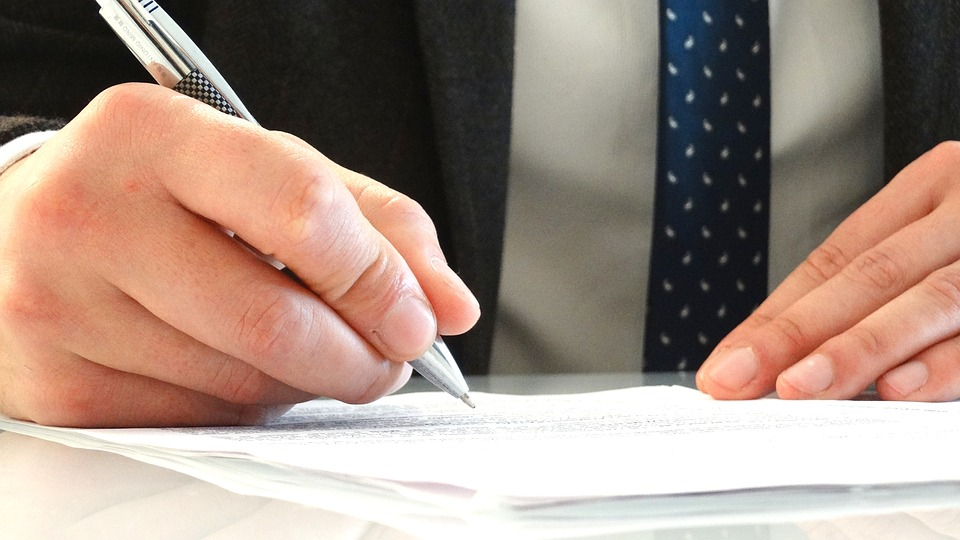 Как заключить коммунальные договоры при покупке квартиры