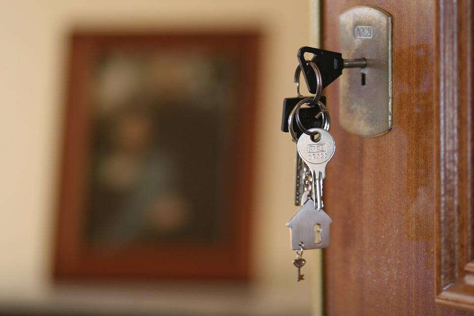 Каковы правила регистрации граждан РФ по месту пребывания и месту жительства, новый закон о прописке в апартаментах и выписке