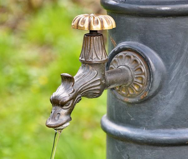 Что делать если слабый напор воды в квартире и какие нормы должны быть